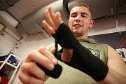 Bandáže patří pod rukavice, patří mezi základní výbavu každého boxera.