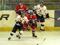 VÁNOČNÍ DÁREK v podobě tří bodů budou chtít vybojovat hokejisté Nymburka v souboji s třetím Táborem