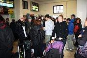 Plné nymburské nádraží, vlaky téměř nejezdí