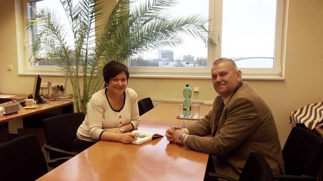 Ředitelka a jednatelka nymburské nemocnice Alice Opočenská a starosta Miloš Petera
