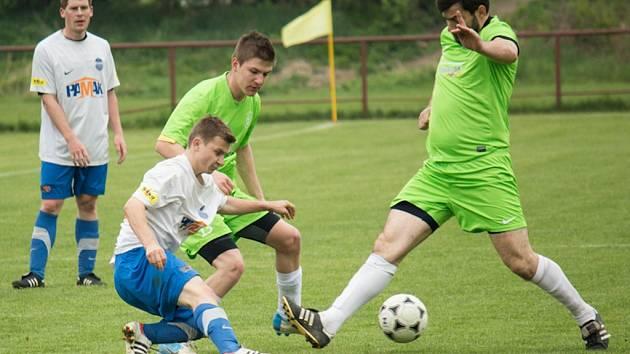 Z okresního fotbalového derby I.B třídy Libice - Lysá (3:1)