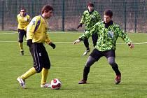 Pavel Mareš (vpravo) bude spolu se svým spoluhráčem Jakubem Navrátilem chybět Polabanu Nymburk ve dvou kolech