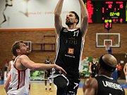 JSOU VE FINÁLE. Košíkáři Nymburka vyhráli ve Svitavách i čtvrté utkání série a v nejkratší možné době postoupili do boje o mistrovský titul