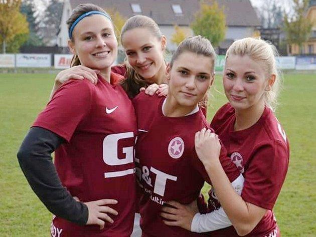 DRUHÝ FLEK. Poděbradským fotbalistkám se v letošní sezoně daří, jsou na druhém místě tabulky