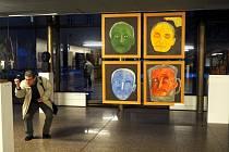 Výstava Hrabalova galaxie, kterou mohli zájemci před časem vidět i v nymburském pivovaru, je nyní otevřena v Národním divadle.