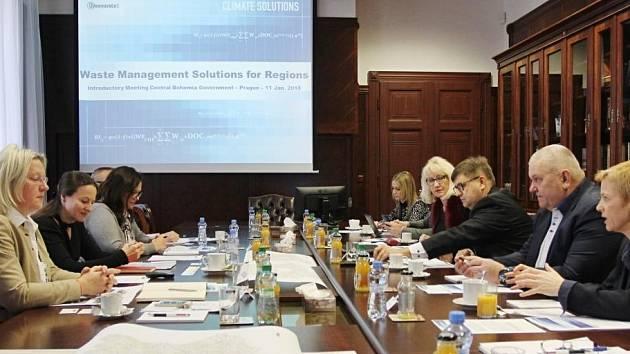 Představitelé Středočeského kraje jednali se zástupci poradenské společnosti Greenovate o možné spolupráci při hledání variant řešení pro nakládání s odpadem.