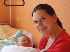 NYMBURÁK ŠIMONEK. Šimon MEČÍŘ se vypravil na svět 18. dubna 2016 v 12.59 hodin. Zvolil pro to míry  4 230 g a 51 cm. Klouček je zatím prvním miminkem rodičů Jany a Františka.
