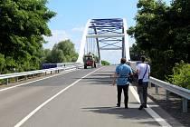 Téměř rok trvala oprava necelých pěti kilometrů zásadní silnice, která spojuje dálnici D11 u sjezdu ve Starém Vestci s Lysou nad Labem.