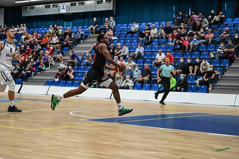 Z basketbalového utkání Kooperativa NBL Kolín - Nymburk (86:91)