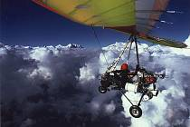 Expedice Annapurna High. Pohoří Annapuren. Foceno přes křídlo.
