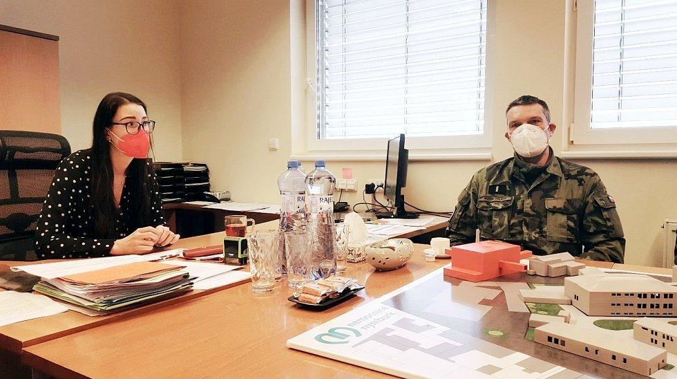 Do nemocnice dorazilo dalších pět vojáků na výpomoc. Foto: archiv nemocnice