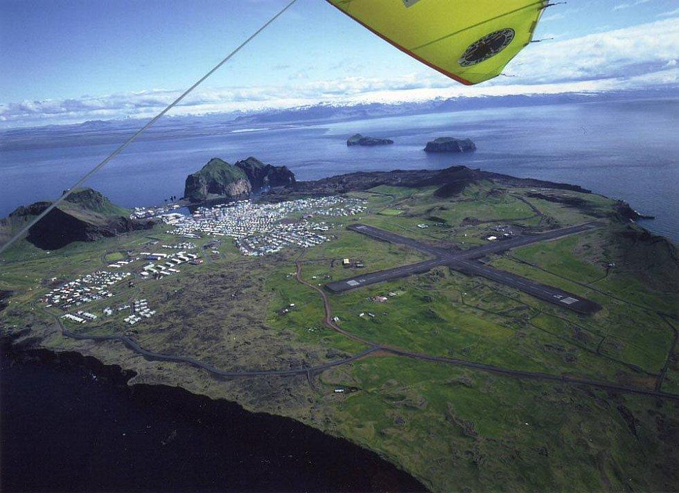 Island - Vestmanské ostrovy, ostrov Heimaey. Foceno z ruky.