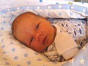 ŠIMON PIANEZZER se narodil 27. února 2018 ve 20.50 hodin s délkou 49 cm a váhou 4 000 g. Z prvorozeného syna se radují rodiče David a Antonie z Litole, kteří se na kluka předem těšili.