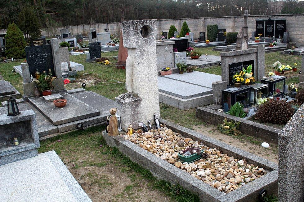 Hrob Bohumila Hrabala.