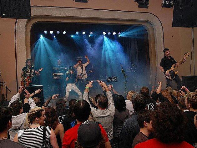 Luboš Odháněl se skupinou W.I.X. pokřtili v Městci na Štěpána album Adios.