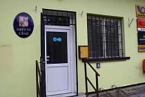 becní úřad v Dymokurech je v posledních měsících pod palbou kritiky. Lépe řečeno jeho vedení.