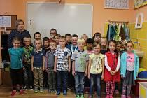 Žáci třídy 1. A ZŠ Václava Havla v Poděbradech s třídní učitelkou Janou Kučerovou.