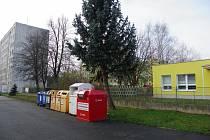 Nové místo pro podzemní kontejnery v části zahrady mateřské školy.