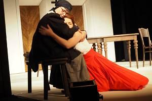 Příbramské divadlo přivezlo do Libice klasické drama Maryša.