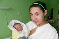 VLADIMÍREK KHYNYCH JE Z MĚSTCE. Rodičům Adéle a Vladimírovi přišlo štěstí do života 19.října 2014 ve 13.37 hodin. Jmenuje se Vladimírek a vážil  2 950 g a měřil 47 cm. O tom, že jejich první dítě bude chlapeček,  rodiče věděli.