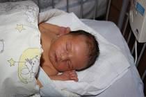 O GABRIELOVI SE VĚDĚLO PŘEDEM. Gabriel CVIKLIK se narodil 18. prosince 2015 v 16.27 hodin. Prvorozené miminko rodičů Karin a Jána z Milovic vážilo 4 050 g a měřilo 51 cm.