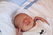 MIKULÁŠ, MIKI, MIKULKA. MIKULÁŠ ČERNÝ přišel na svět 10. května 2017 v 14.55 hodin. Sokolík s mírami 3 380 g a 50 cm je dosud prvním miminkem maminky Elišky a táty Petra. Ti věděli, že si domů do Milovic odvezou synka.