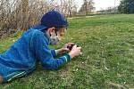Tonda zpracovává projekt Jaro na zahradě.