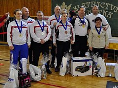 ÚSPĚŠNÍ TROJBOJAŘI. Na mistrovství republiky v benčpresu, které se konalo v Ostravě, měli siláci Sokola Nymburk medailové žně.