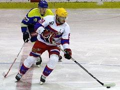 Bývalý hokejista a nyní trenér nymburské mládeže Lukáš Král (v bílém)