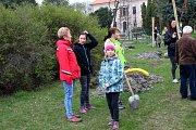Ve Slovči sázeli lípy, které ponesou jména místních dětí.
