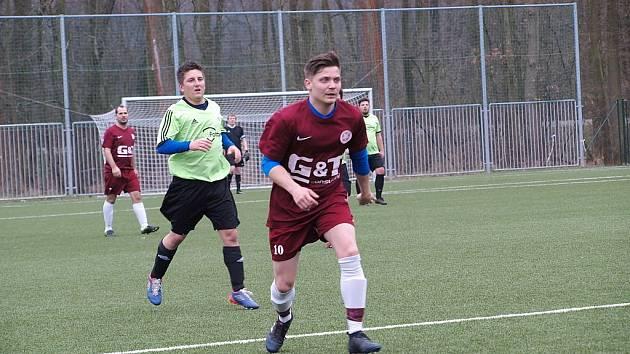 Z fotbalového utkání okresního přeboru Bohemia Poděbrady B - Hrubý Jeseník (0:0)