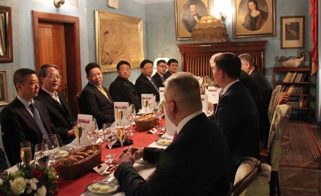 Návštěva viceguvernéra provincie Sečuán.