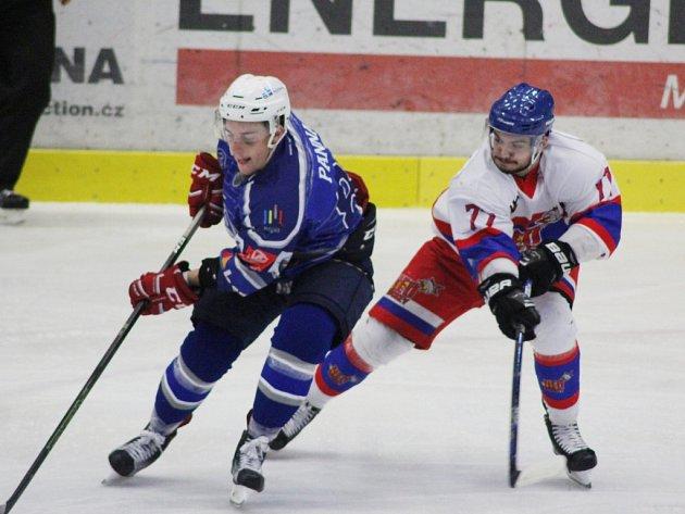 DERBY JE ZASE TADY. Hokejisté Nymburka se ve středečním střetnutí druhé ligy postaví podruhé v sezoně Kolínu. Vyhrají i druhý vzájemný zápas letošní sezony?