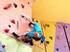 V sobotu dopoledne soutěžily na lezecké stěně v nymburské sokolovně děti.