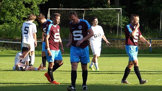 Z fotbalového utkání okresního přeboru Bohemia Poděbrady B - Slovan Poděbrady (1:3)