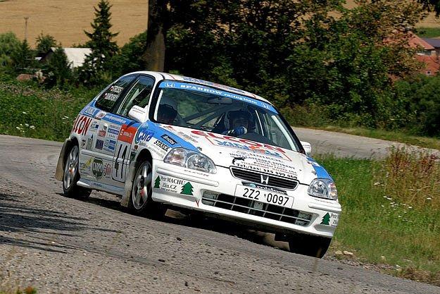 Poděbradská automobilová posádka Dunovský – Stross skončila na druhém místě při Rallye Bohemia a poté i v Třebíči.