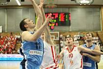 Z prvního finále basketbalové Mattoni NBL Nymburk - Prostějov (108:51)