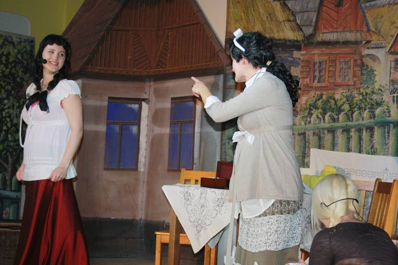 Opočnické divadélko připravilo premiéru pohádky Popelka.