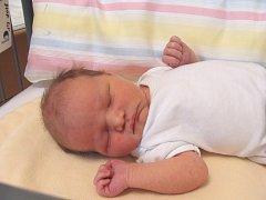 ONDŘEJ Salava se narodil v pátek 1. prosince 2017 ve 13.23 hodin s mírami 51 cm a 3 770 g. S rodiči Pavlem Salavou a Annou Čechovou a se sestřičkou Klárkou (3) bydlí v Milovicích.