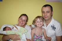 ADÉLKA A FRANTIŠEK JSOU NOVÍ SOUROZENCI. František Silber se narodil 23. července 2014 ve 20.20 hodin mamince Heleně a tatínkovi Ivovi z Milovic. Vážil 2 990 g a měřil 45 cm. Doma se na nového sourozence těšila tříletá Adélka.