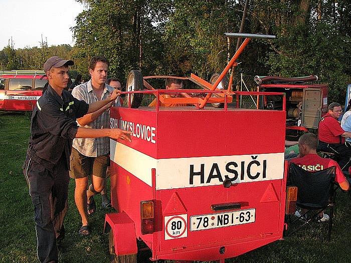 Ve Vestci se o víkendu uskutečnily již tradiční noční útoky hasičů.