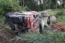 Nákladní vůz chvíli po nehodě.