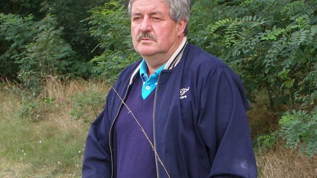 JIŘÍ DOZOREC je zkušený fotbalový trenér, který se v současné době věnuje mládeži ve Viktorii Žižkov