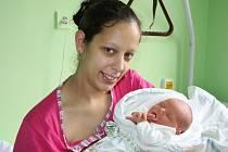 ADAM MĚŘIL PŘESNĚ PŮL METRU. Adam Chroustovský se narodil mamince Monice a tátovi Honzovi z Opočnice 20. září 2013 v 15.27 hodin. Vážil 3 340 g a měřil 50 cm. Doma se na něj moc těšil jeho šestiletý bráška Honzík.