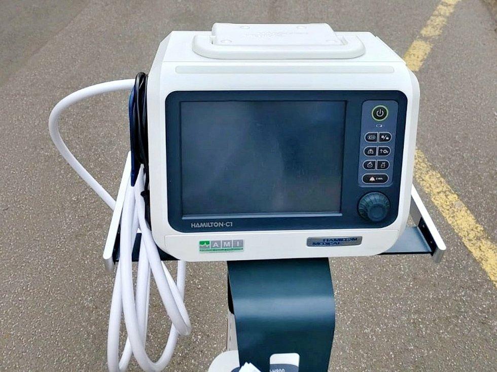 Ventilátor zakoupený za peníze ze sbírky už slouží na jednotce intenzivní péče.