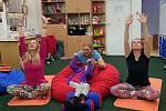 Online jógu pro děti připravila Speciální škola v Poděbradech.