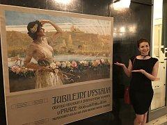 Plakát z unikátní sbírky secesních plakátů H-Posters sběratele Zdeňka Harapese z Křince zdobí prostory české ambasády v Pekingu.