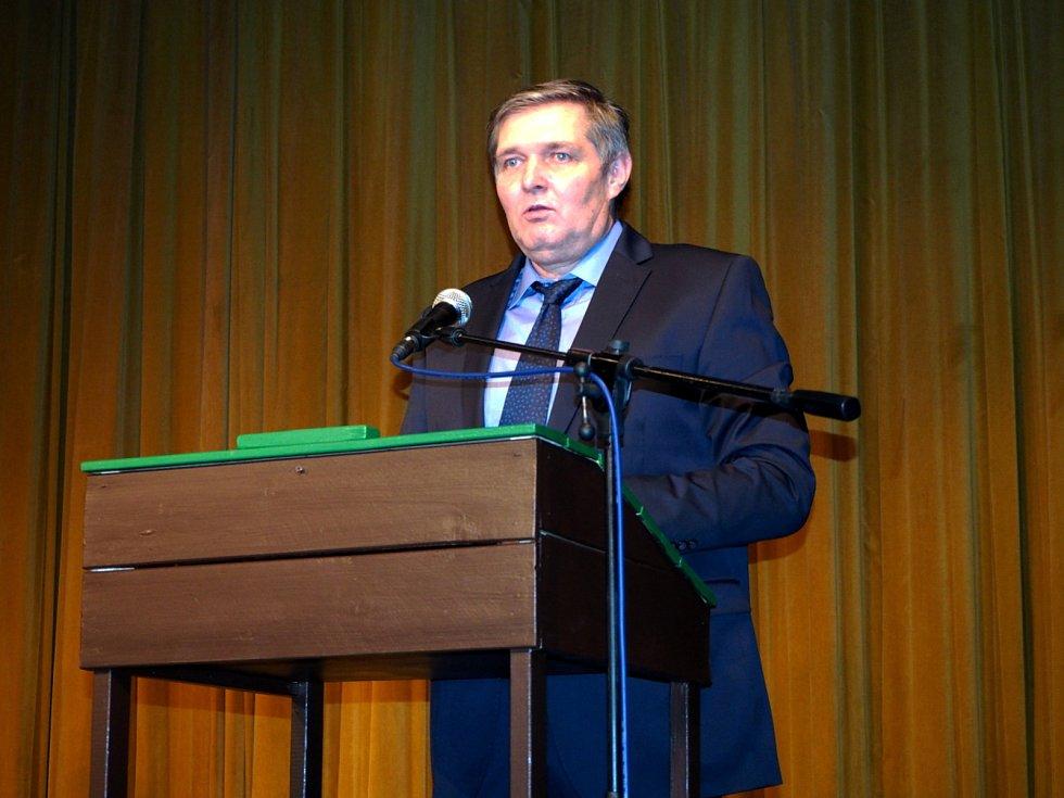 Představení České nebe v podání  Járova poděbradského ochotnického souboru mělo charitativní podtext. Foto: Milan Čejka