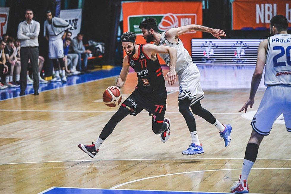 Z basketbalového utkání Kooperativa NBL USK Praha - Nymburk (80:85)