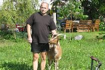 Jaroslav Brendl chová o kozy